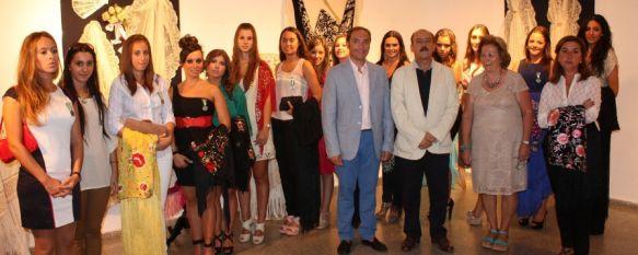 La Casa de la Cultura acoge la exposición de mantones y mantillas de Rosario Solís, Ayer se inauguró la muestra que permanecerá abierta hasta el 16 de septiembre, 04 Sep 2012 - 16:17