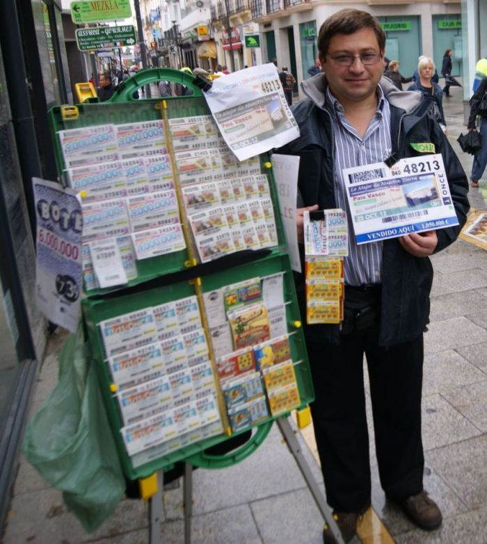 Juan Carlos Ruiz vendió diez cupones premiados en el sorteo de ayer ...