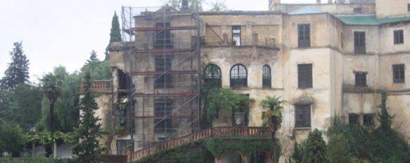 Ordenan el cierre de la Casa del Rey Moro por desprendimientos en la fachada trasera, Un turista que se encontraba en los Jardines de Cuenca dio la voz de alarma al apreciar la caída de piedras, 06 Nov 2012 - 16:59