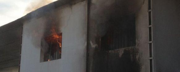 Un incendio calcina una de las naves de las instalaciones de SOLIARSA, El fuego se originó por causas que aún se desconocen y quedó extinguido a las 19:15 horas, 10 Dec 2012 - 10:09