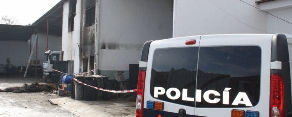 La Policía Científica investiga las causas del incendio en una nave de SOLIARSA, Los informes técnicos determinarán si es necesario demoler la nave tras un siniestro que podría haber sido intencionado, 10 Dec 2012 - 16:31