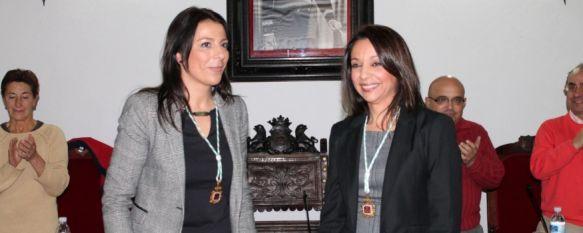 Concha Muñoz toma posesión de su acta como concejal en el Ayuntamiento de Ronda, En el Pleno se aprobó la solicitud de un crédito por importe de 3,2 millones  para pagar otro de la misma cuantía, 19 Dec 2012 - 21:19
