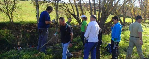Retiran más de media tonelada de basura del Arroyo de las Culebras, La actividad realizada por voluntarios se completó con una repoblación de chopos, mimbres, adelfas y lentiscos, 26 Dec 2012 - 17:58
