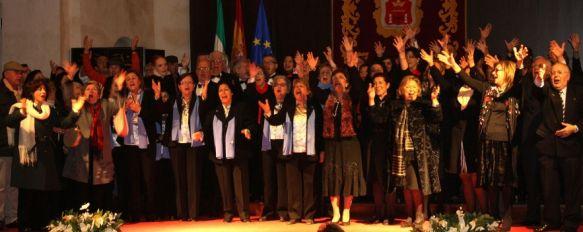 Los coros de la ciudad y el Orfeón unieron sus voces por Navidad, El recital se celebró el pasado sábado en la capilla del Convento de Santo Domingo, 26 Dec 2012 - 19:41