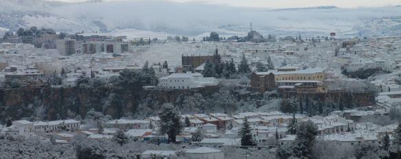 Un gran manto blanco cubre Ronda en el Día de Andalucía , El temporal provocó cortes de tráfico a primera hora en la mayoría de accesos a la ciudad, 28 Feb 2013 - 11:54