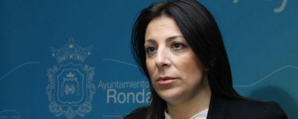 La alcaldesa ratifica la descalificación de Domínguez