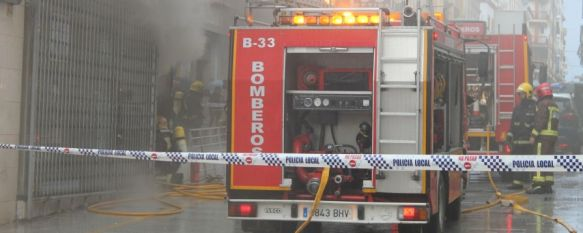 Un incendio calcina Confecciones Ordóñez, uno de los negocios señeros de la calle Espinel,