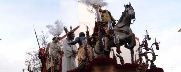 Valiente decisión de la Hermandad del Prendimiento, que volvió a mojarse, El desfile procesional comenzó con más de una hora de retraso y la lluvia obligó a acortar el recorrido, 24 Mar 2013 - 17:57