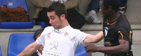 Nueva victoria rondeña en el Vivar Téllez en un accidentado choque con un triste final, Los de Vicente Ortiz se impusieron con goles de Raúl Torres y Danny y siguen la estela del cuarto clasificado. , 23 Mar 2011 - 22:15