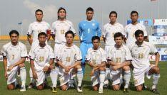 Guirado, segundo por la izquierda en la fila superior, en su debut con los Azkals. // Craig Burrows - www.pinoyfootball.com