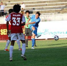 Disparando a puerta ante Birmania, en el partido inaugural de la fase de grupos. // Craig Burrows - www.pinoyfootball.com