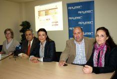 Representantes de APYMER, el Consistorio y el CEDER Serranía de Ronda, junto a Aurora Melgar, directora del proyecto. // CharryTV