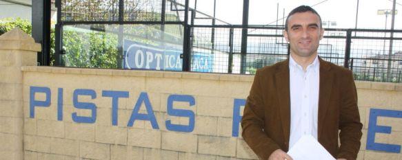 Junta y Ayuntamiento invierten 250.000 euros en mejoras en las instalaciones deportivas, Entre otras actuaciones, se han techado dos de las cuatro pistas del polideportivo El Fuerte, 19 Apr 2013 - 20:04