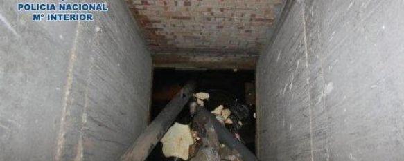 Rescatan a una mujer que había caído por el hueco del ascensor de un edificio abandonado, La víctima, que se encontraba semiinconsciente, cayó en una balsa de agua de más de un metro de profundidad, 26 Apr 2013 - 17:04