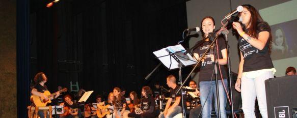 Jóvenes rondeños recogen 2.130 kilos de alimentos gracias a su música, Lo recaudado en el concierto, que se celebró en el Teatro Vicente Espinel, se entregará a Cruz Roja, 26 Apr 2013 - 17:21
