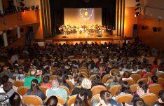 El público asistió de forma masiva al Teatro Vicente Espinel para colaborar con los jóvenes. // CharryTV