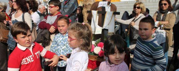 Las Cruces de Mayo vuelven a mostrar la buena salud del mundo cofrade rondeño, Decenas de niños participaron en la concentración que organizó la Hermandad de Las Angustias con la colaboración de los Coros y Danzas, 06 May 2013 - 17:50