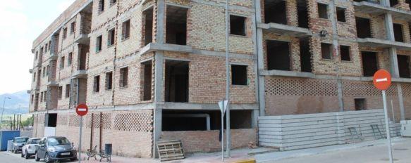 El Ayuntamiento inicia las obras para el cerramiento del edificio abandonado de la UE-19, Ha sido necesario un desembolso de 10.000 euros de las arcas municipales para evitar más incidentes, 22 May 2013 - 19:10