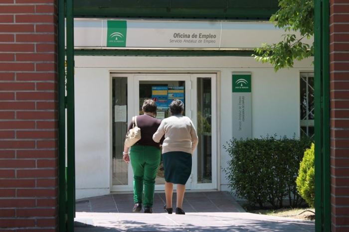 El desempleo baja en 112 personas en mayo hasta los for Oficina de empleo andalucia