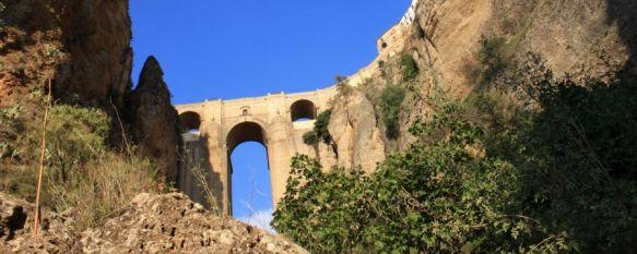 El Partido Andalucista proyecta la creación de un paseo a los pies del Puente Nuevo, La iniciativa será presentada mañana y según la edil de Turismo, Isabel María Barriga, dejaría unos beneficios de 500.000€ anuales, 19 Jun 2013 - 20:47