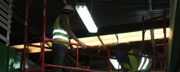 Comienzan las obras de remodelación del Mercado de Minoristas de San Cristóbal, Las obras cuentan con una inversión de 240.000 euros procedentes de un convenio entre el Ayuntamiento y el CEDER, 07 Oct 2013 - 17:29