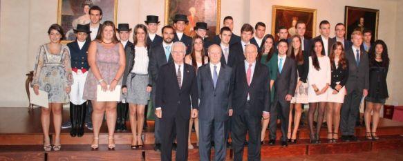 Jorge Edwards Valdés, Premio Cervantes, preside la entrega de becas de la Real Maestranza , La institución, en su XVI edición, ha entregado unos 60.000 euros en galardones , 21 Oct 2013 - 14:06