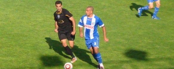 El C.D. Ronda gana en Motril y se sitúa a dos puntos de la Promoción, Pese a la injusta expulsión de Dopico y a un gol legal anulado a Murci, el equipo de Vicente Ortiz consiguió tres nuevos puntos en Motril. , 20 Apr 2011 - 16:31