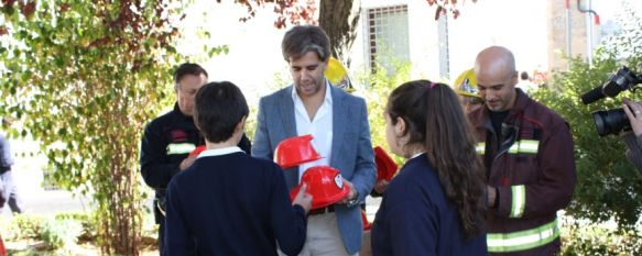 Los alumnos del Colegio Sagrado Corazón-Las Esclavas participan en un simulacro de emergencia, La acción está incluida dentro de la Semana de Prevención de Incendios, 30 Oct 2013 - 18:51