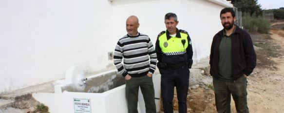 Medio Ambiente instala una fuente en la Cañada Verde, La puesta en funcionamiento del surtidor era una demanda de ciclistas, senderistas y ganaderos, 04 Nov 2013 - 16:56