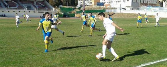 Un solitario gol de Manrique da los tres puntos al Huétor Tájar en la Ciudad Deportiva, Pese a la derrota el C.D. Ronda cierra el año fuera de los puestos de descenso a Primera Andaluza, 23 Dec 2013 - 19:10