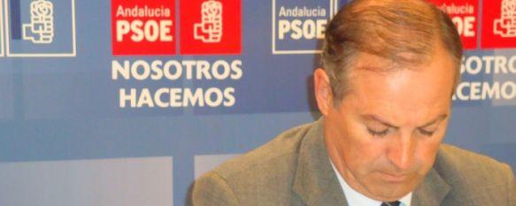 Detenido el ex alcalde Antonio Mª Marín Lara y otros tres ediles de la anterior corporación, La Policía registra desde las nueve de la mañana las dependencias consistoriales. , 27 Sep 2011 - 12:48