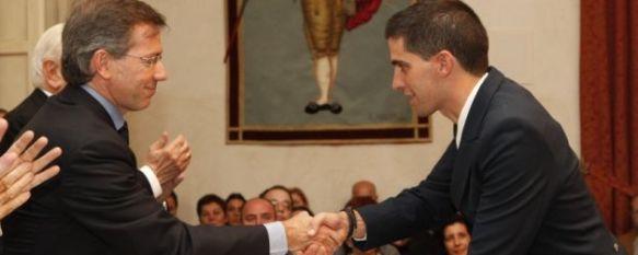 La Real Maestranza de Ronda entrega sus becas y premios, Presidió el acto Bernardino León Gross, Secretario de la Presidencia del Gobierno., 04 Nov 2010 - 00:09