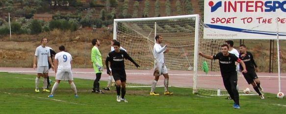 El Marbella F.C. presenta sus credenciales al título goleando a domicilio al C.D. Ronda (0-5) , Los rondeños sólo presentaron oposición en la primera mitad, en la que pudieron adelantarse en un disparo de Víctor Rueda a puerta vacía, que se marchó arriba, 20 Jan 2014 - 18:45