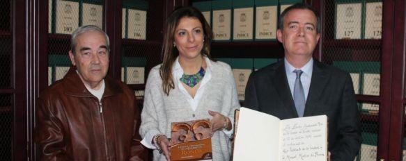 Manuel Garrido presenta su libro, 'Honores y Distinciones de la Ciudad de Ronda', La obra recopila antecedentes históricos, así como distinciones y títulos nobiliarios de la ciudad, 07 Feb 2014 - 10:23