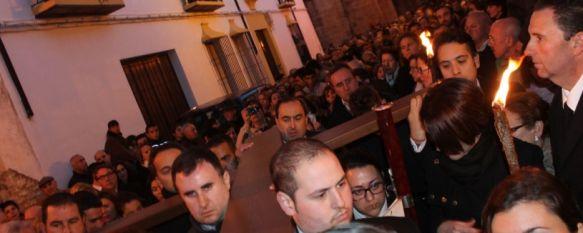 Ronda se vuelca con el Insigne Via Crucis , Cientos de personas participan en este inédito acto religioso que conmemora las Bodas de Plata de la Agrupación de Hermandades y Cofradías, 27 Feb 2014 - 16:51