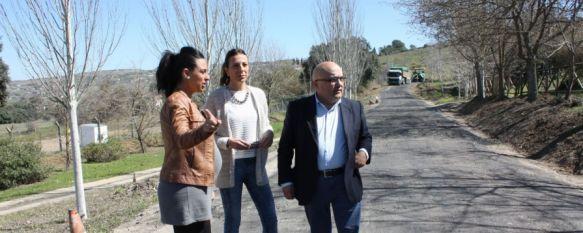 Finalizan las obras de mejora y asfaltado del camino público del Llano de la Cruz, La actuación de acondicionamiento ha contado con una inversión de 60.000 euros, 11 Mar 2014 - 19:51