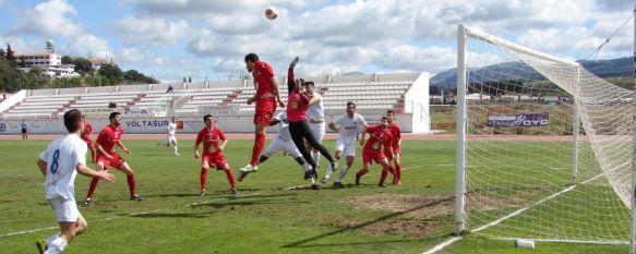 El C.D. Ronda golea a Los Villares y sale de los puestos de descenso, Víctor Rueda, Humberto, Chechu y Jona marcaron para el conjunto blanco, que ha conseguido 15 goles en sus tres últimos partidos como local, 30 Mar 2014 - 15:32