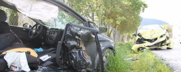 Tres heridos tras una colisión frontal entre dos vehículos en La Indiana, La alcaldesa pedánea afirma que se ha solicitado en varias ocasiones la instalación de badenes o semáforos para regular la velocidad en la zona, 04 Apr 2014 - 18:36