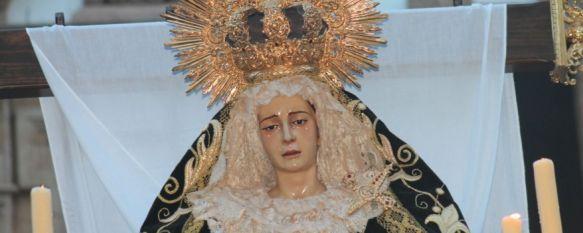 María Santísima en La Soledad, en el momento de su salida procesional por las calles de Ronda. // CharryTV
