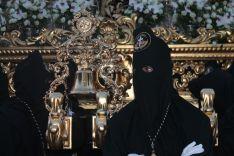 Imagen de uno de los horquilleros del trono de La Soledad. // CharryTV