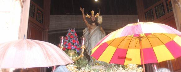 Ambas imágenes se acercaron al pórtico del templo.  // CharryTV