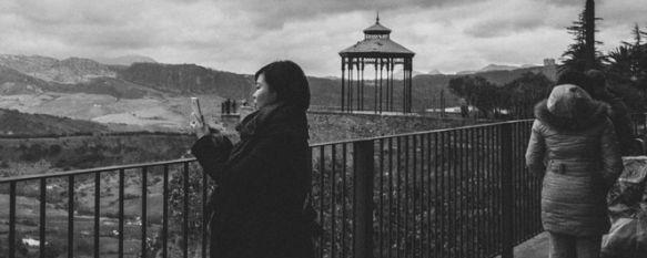 Un turista taiwanés evita un robo inmovilizando al ladrón con una llave de artes marciales, El agresor había intentado sustraer el teléfono móvil a una mujer, que se encontraba fotografiando el Puente Nuevo, 23 Apr 2014 - 14:59