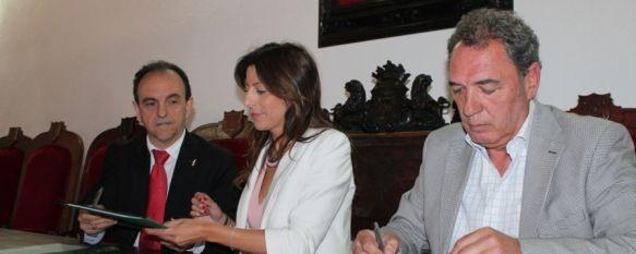 Un total de 311.740 turistas pernoctaron en Ronda en 2013, La Consejería de Turismo y la Asociación de Bodegueros y Viticultores de la Serranía firman un convenio para potenciar la llegada de visitantes, 07 May 2014 - 14:00