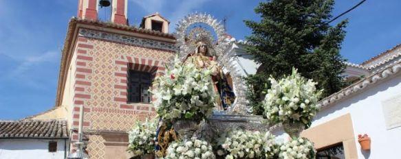 Devoción y altas temperaturas en la procesión de la Virgen de La Paz, La Patrona de Ronda estuvo acompañada por multitud de fieles a lo largo de su recorrido, 12 May 2014 - 15:32