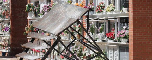 La caída de un féretro por el mal estado de una escalera causa seis heridos en un entierro, Los afectados han sido dados de alta a excepción de dos personas, que permanecen en observación en el Hospital de la Serranía, 13 May 2014 - 19:29