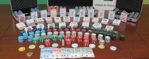 Desmantelan un local en Ronda donde se organizaban partidas ilegales de póquer , Agentes de la Unidad de Policía Adscrita a la Junta requisaron 123 euros en efectivo y cerca de 3.000 fichas de apuestas por valor de 14.000 euros, 16 Jun 2014 - 19:24