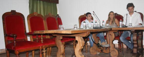 Rubén Morales ejerce como portavoz del PSOE en el pleno de los sillones vacíos, La socialista Lidia García renuncia al acta de concejal que le correspondía como número 11. Le sustituirá Carlos Mirasol. , 05 Oct 2011 - 23:08