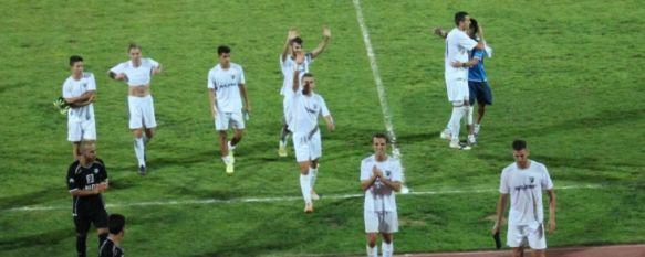 Un sólido C.D. Ronda se impone al Loja en su estreno en la Ciudad Deportiva (1-0), El gol de Nico a los seis permite al conjunto blanco sumar tres puntos de oro ante un potente rival , 30 Aug 2014 - 22:38