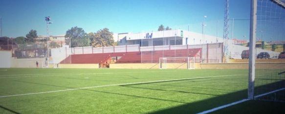El Ayuntamiento presenta la reforma en las instalaciones del complejo deportivo El Fuerte, La actuación ha consistido en el cambio del césped artificial, la creación de un graderío y la renovación de los vestuarios, 12 Sep 2014 - 17:57