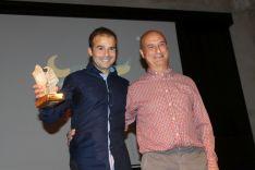 Jesús Olvera, de Al Andalus Activa, junto al delegado de Medio Ambiente, Rafael Flores. // CharryTV